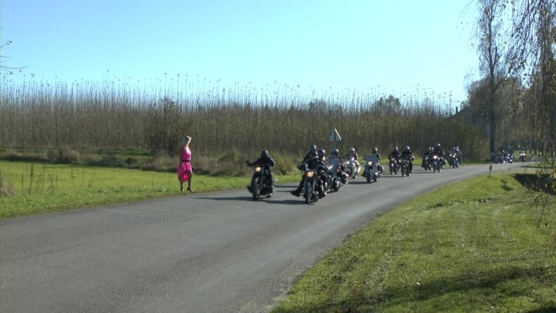 Motorkáři nabírají Angelinu